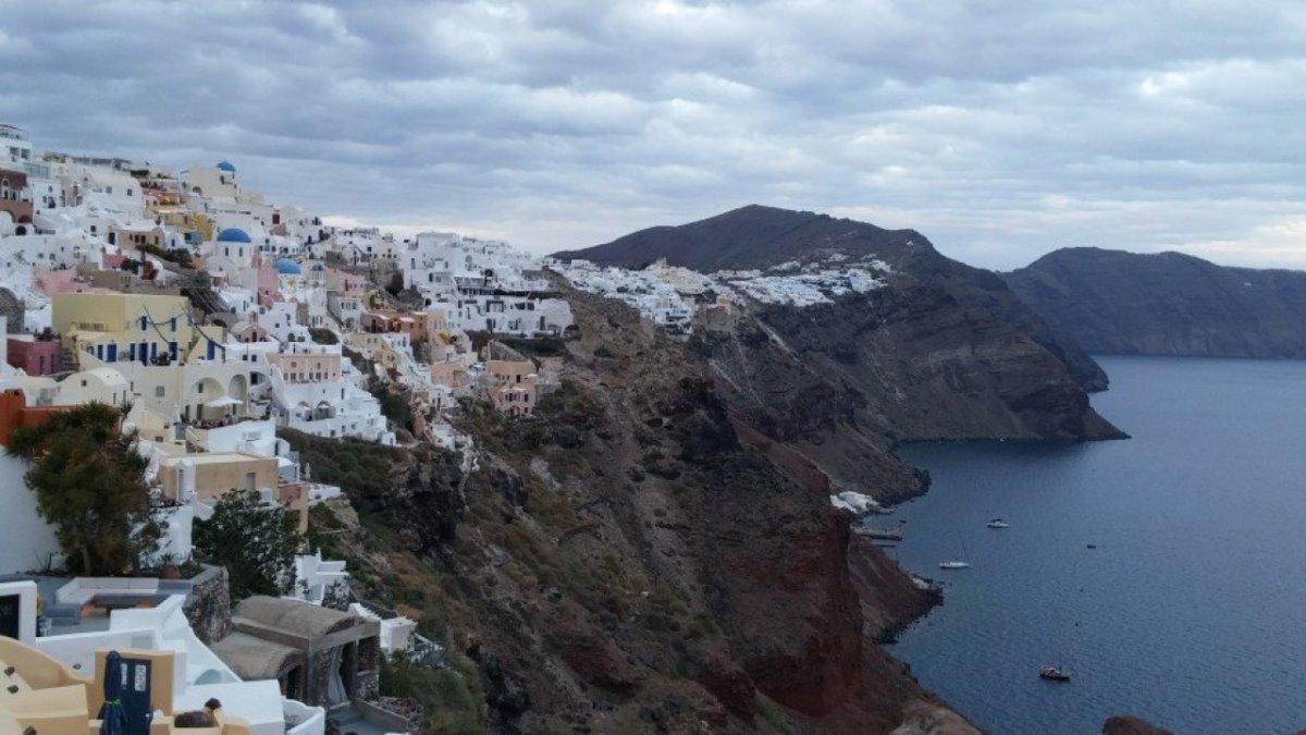 σαντορίνη δημοφιλής προορισμός Ελλάδα για ξένους τουρίστες