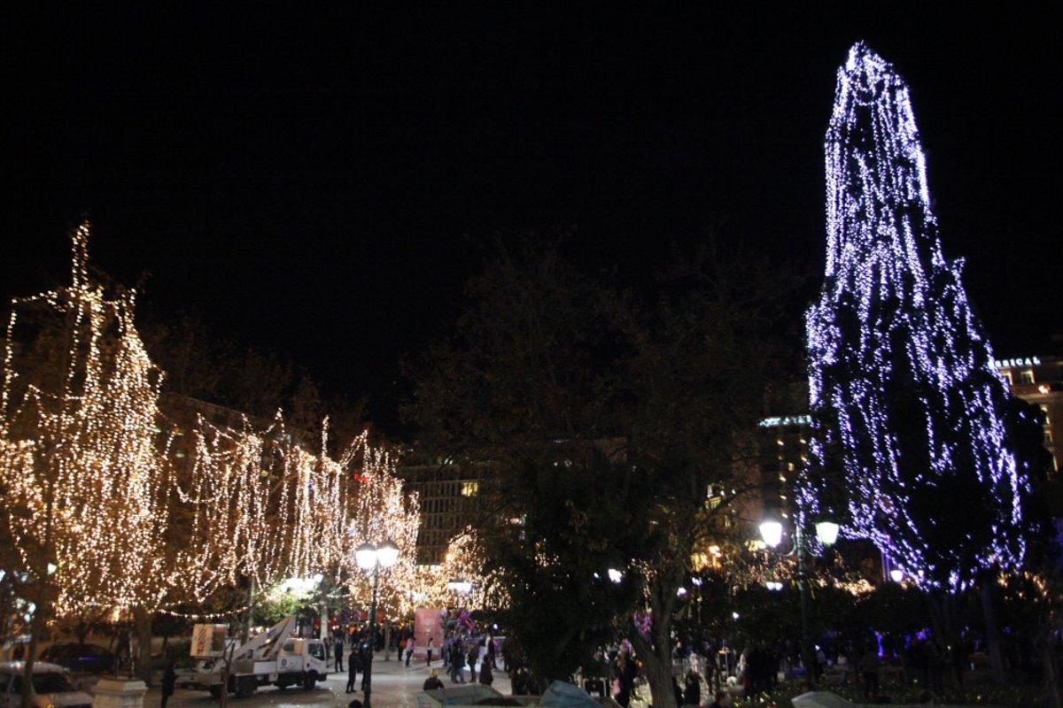 Χριστουγεννιάτικο δέντρο αθήνα 2011