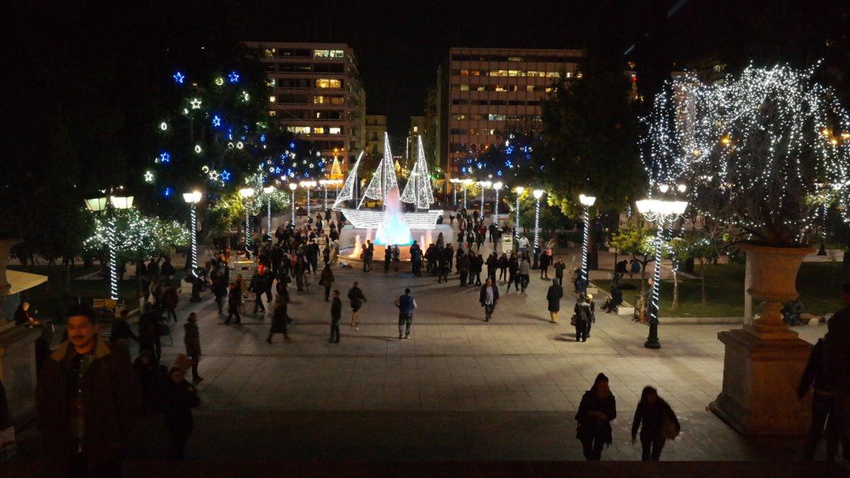 Χριστουγεννιάτικο δέντρο αθήνα 2014