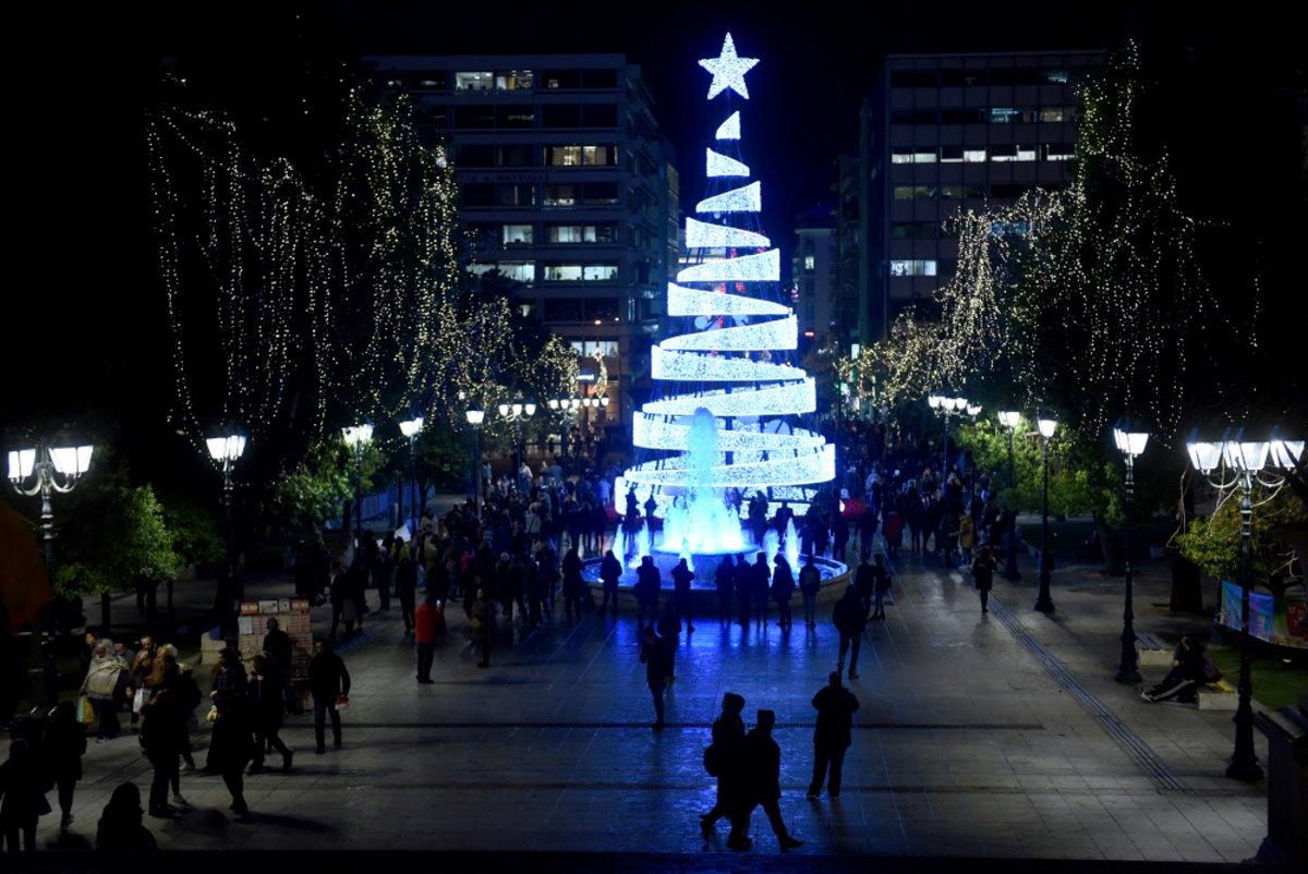 Χριστουγεννιάτικο δέντρο αθήνα 2017