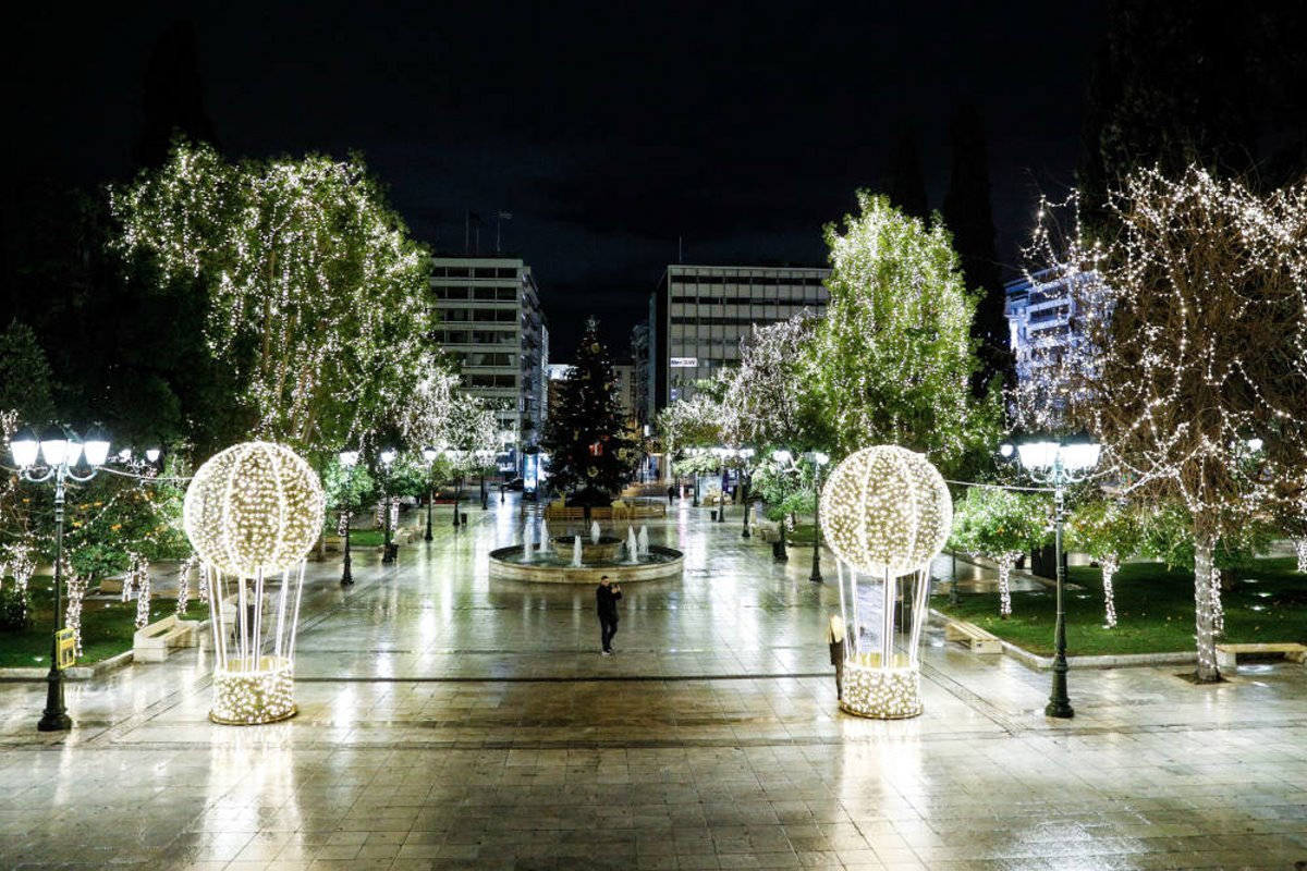 Χριστουγεννιάτικο δέντρο αθήνα 2020
