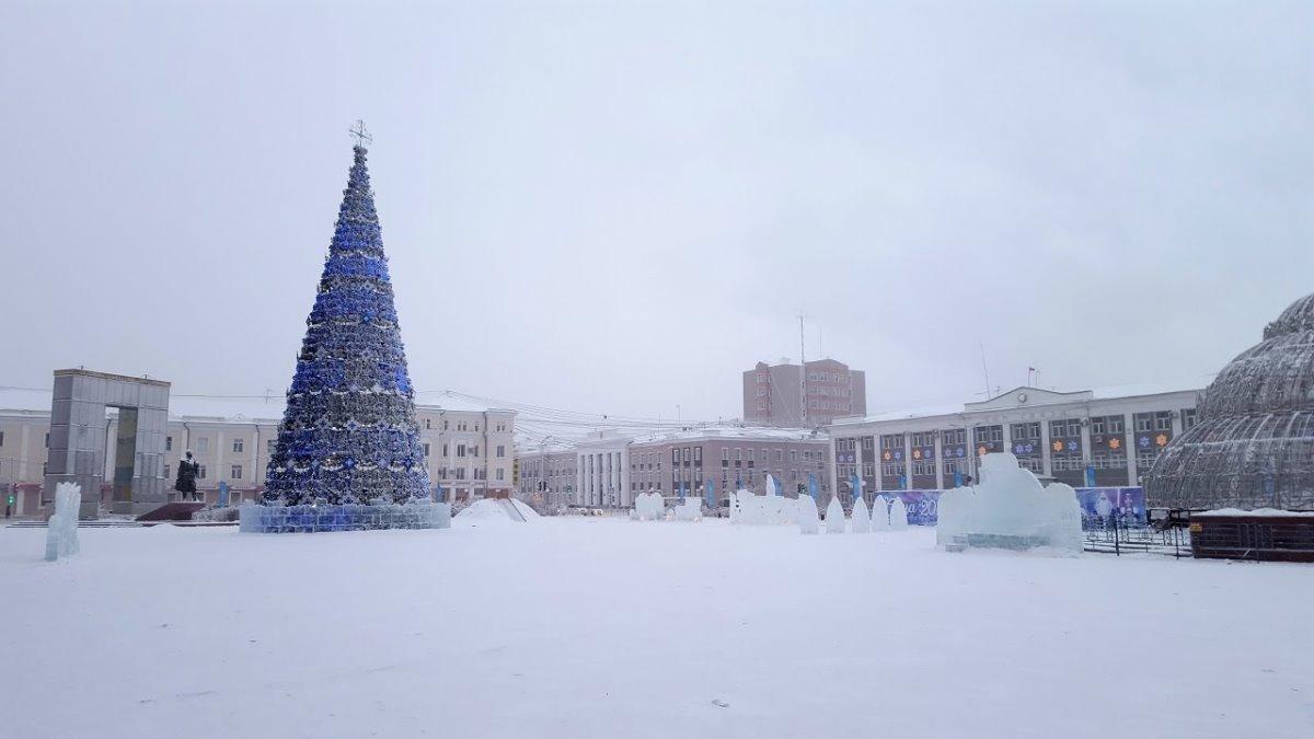 Χριστούγεννα 2021 στο Yakutsk χριστουγεννιάτικο δέντρο