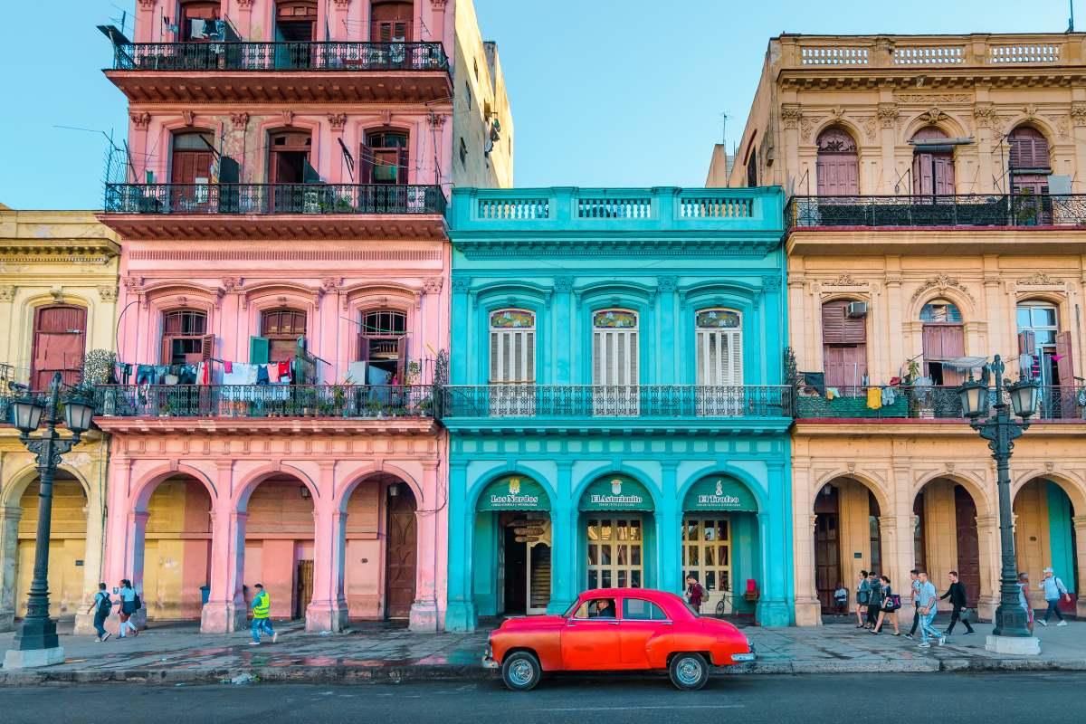 πολύχρωμα κτήρια Αβάνα Κούβα