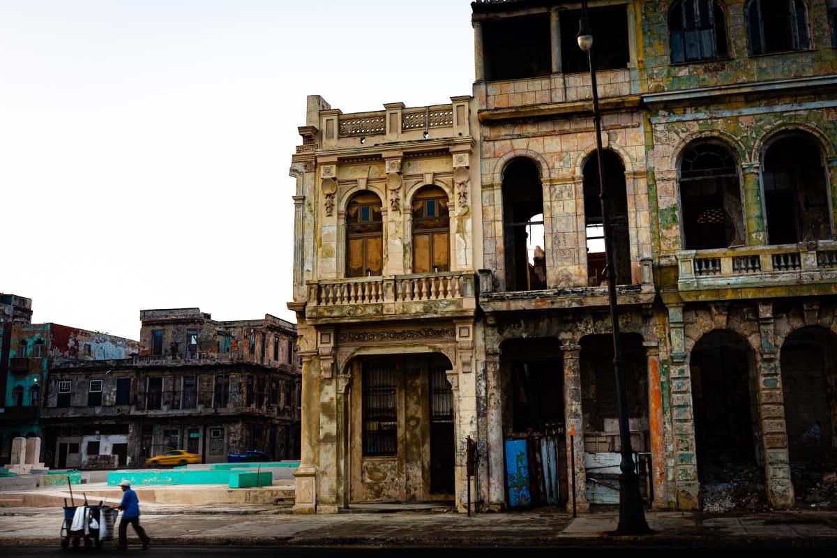Αβάνα Κούβα τα περισσότερα κτίρια  είναι παλιά και φθαρμένα