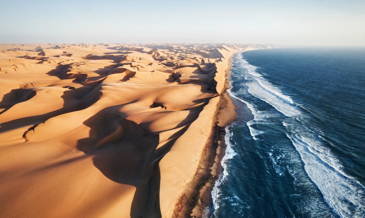 εκεί που η έρημος Namib συναντά τον Ατλαντικό