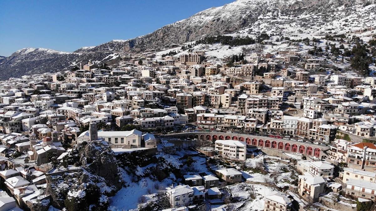 Αράχωβα χιονισμένη στα ωραιότερα χωριά Ελλάδας