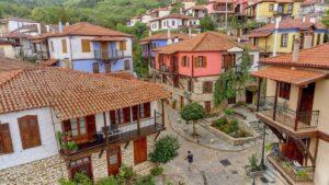 """Αρναία: Η """"αρχόντισσα"""" του χειμώνα στη Χαλκιδική – Πλούσια δάση & τρεχούμενα νερά!"""