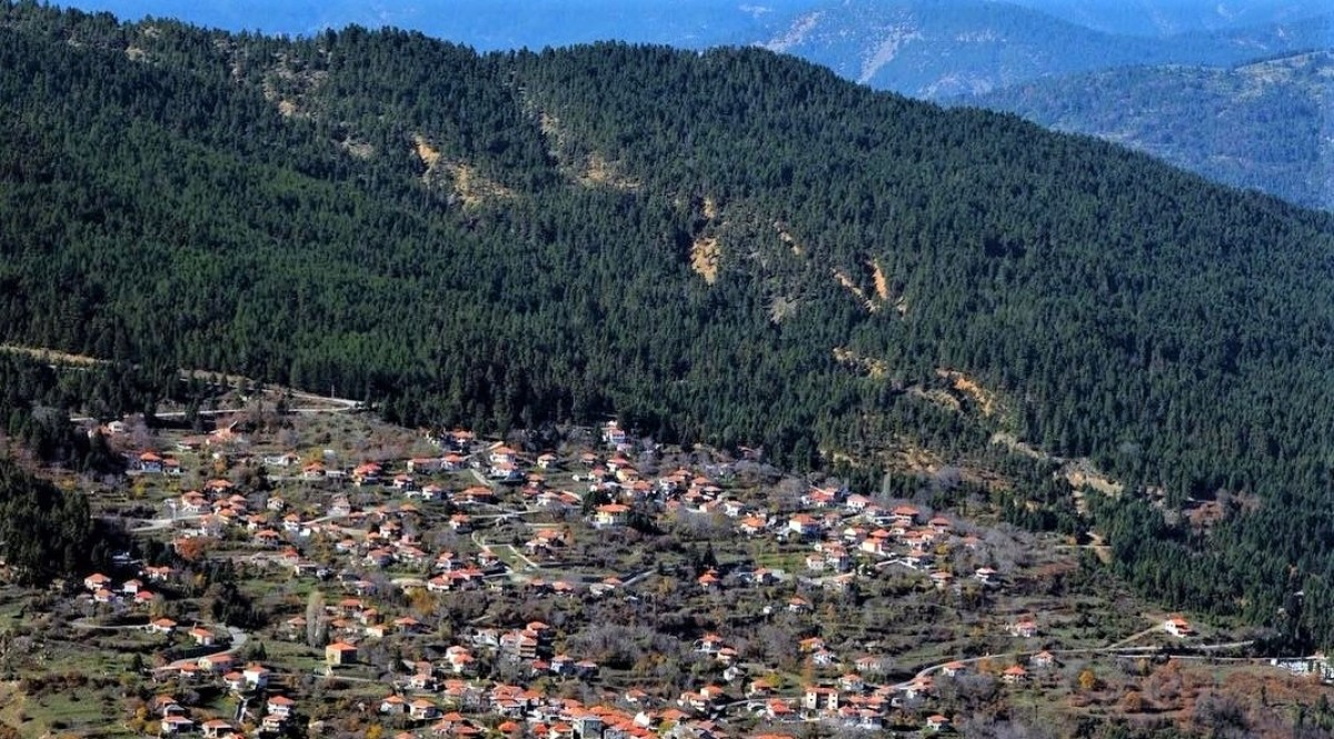 Αρτοτίνα ορεινό χωριό Φωκίδας