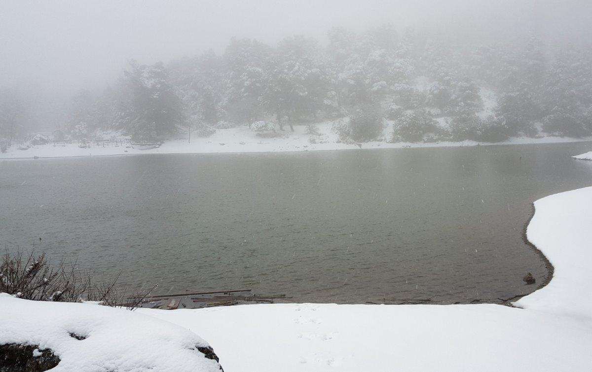 Λίμνη Μπελέτσι χιονισμένη