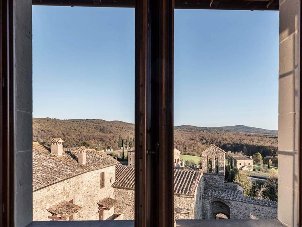 Castel Monastero πανοραμική θέα