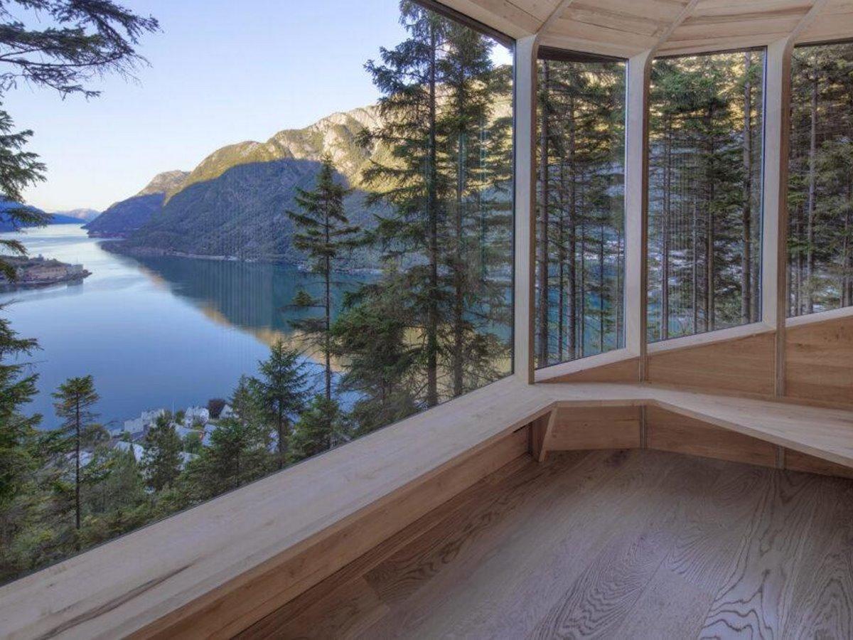Δεντρόσπιτο στη Νορβηγία μα μεγάλα παράθυρα