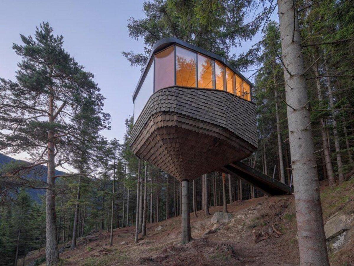 Δεντρόσπιτο στη Νορβηγία μέσα στο δάσος
