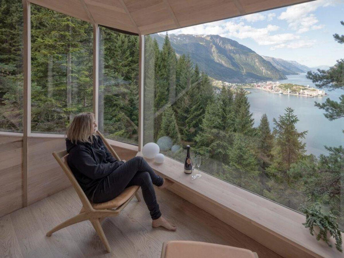 Δεντρόσπιτο στη Νορβηγία με θέα στο μεγαλύτερο φιόρδ