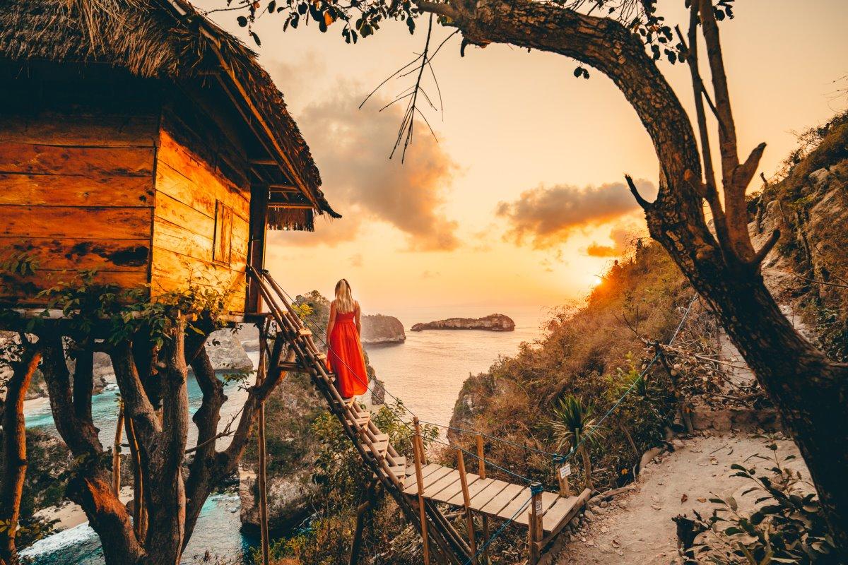 Δεντρόσπιτο Ινδονησία ηλιοβασίλεμα