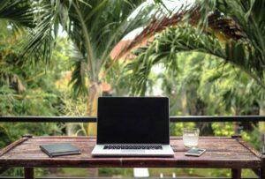Οι «ψηφιακοί νομάδες» (digital nomads) είναι η νέα παγκόσμια τάση στο ταξίδι αλλά και στην εργασία