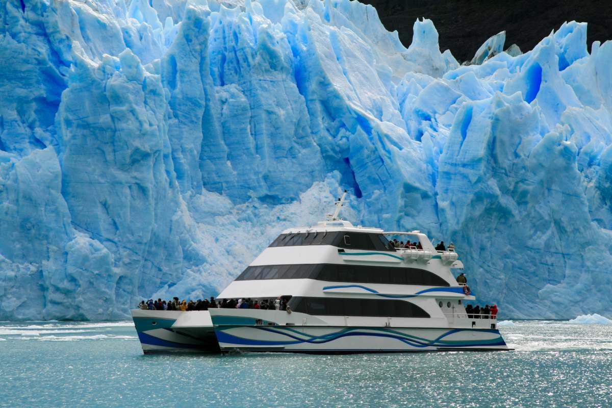 Πλοίο στη λίμνη Argentino