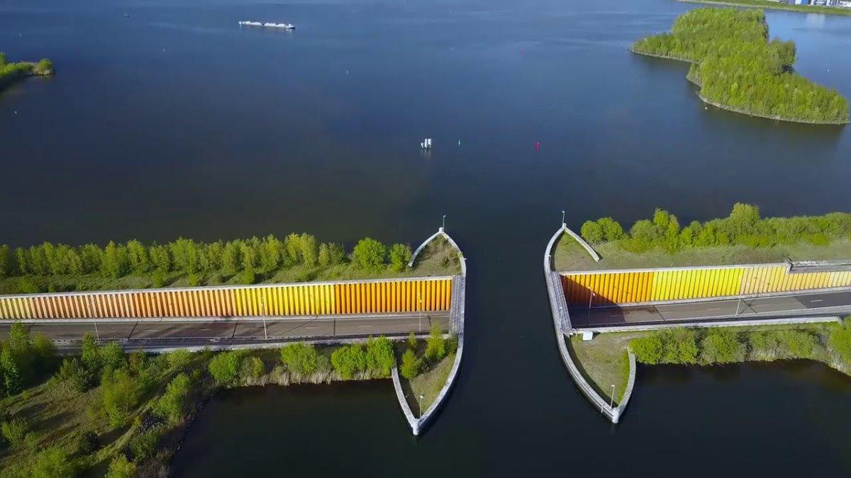 Γέφυρα Ολλανδία κάτω από το νερό μοναδική κατασκευή