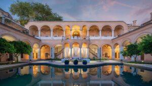 Καβάλα: Ο Τάσος Δούσης προτείνει το ιστορικότερο ξενοδοχείο της Ελλάδας με βαθμολογία 9,4 και σάς αναλύει τους 4 λόγους για να την επισκεφθείτε!