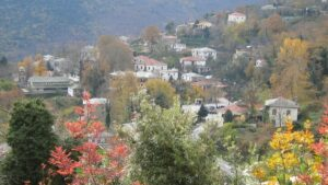 Κισσός: Το γραφικό χωριουδάκι του Πηλίου που βλέπει όλο το Αιγαίο – Σκαρφαλωμένο στις πλαγιές του βουνού των Κενταύρων!