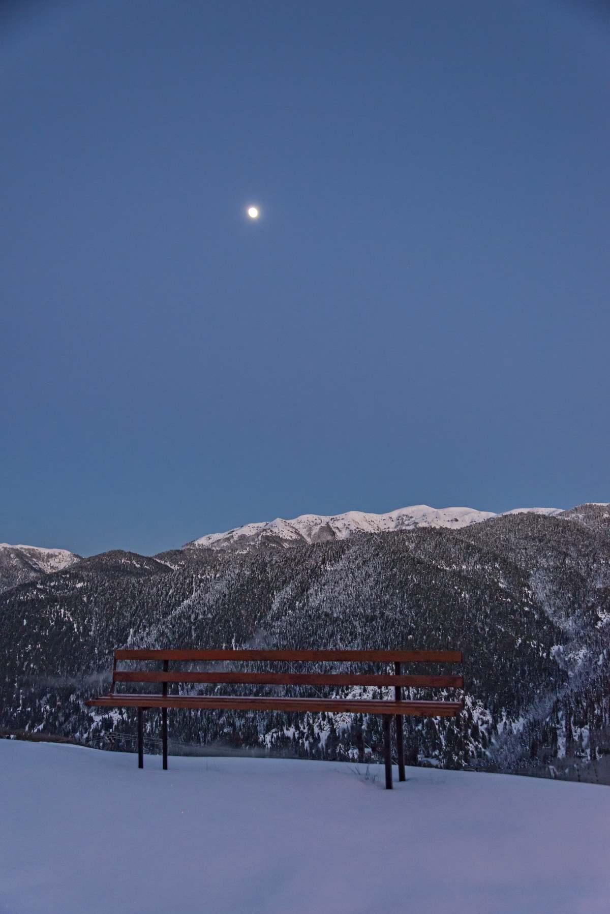 Θέα από το χιονισμένο Κρίκελλο
