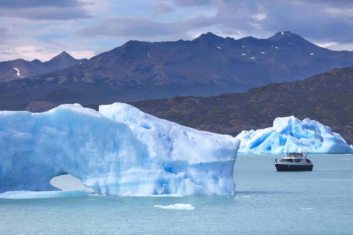 Παγόβουνα στη λίμνη Argentino