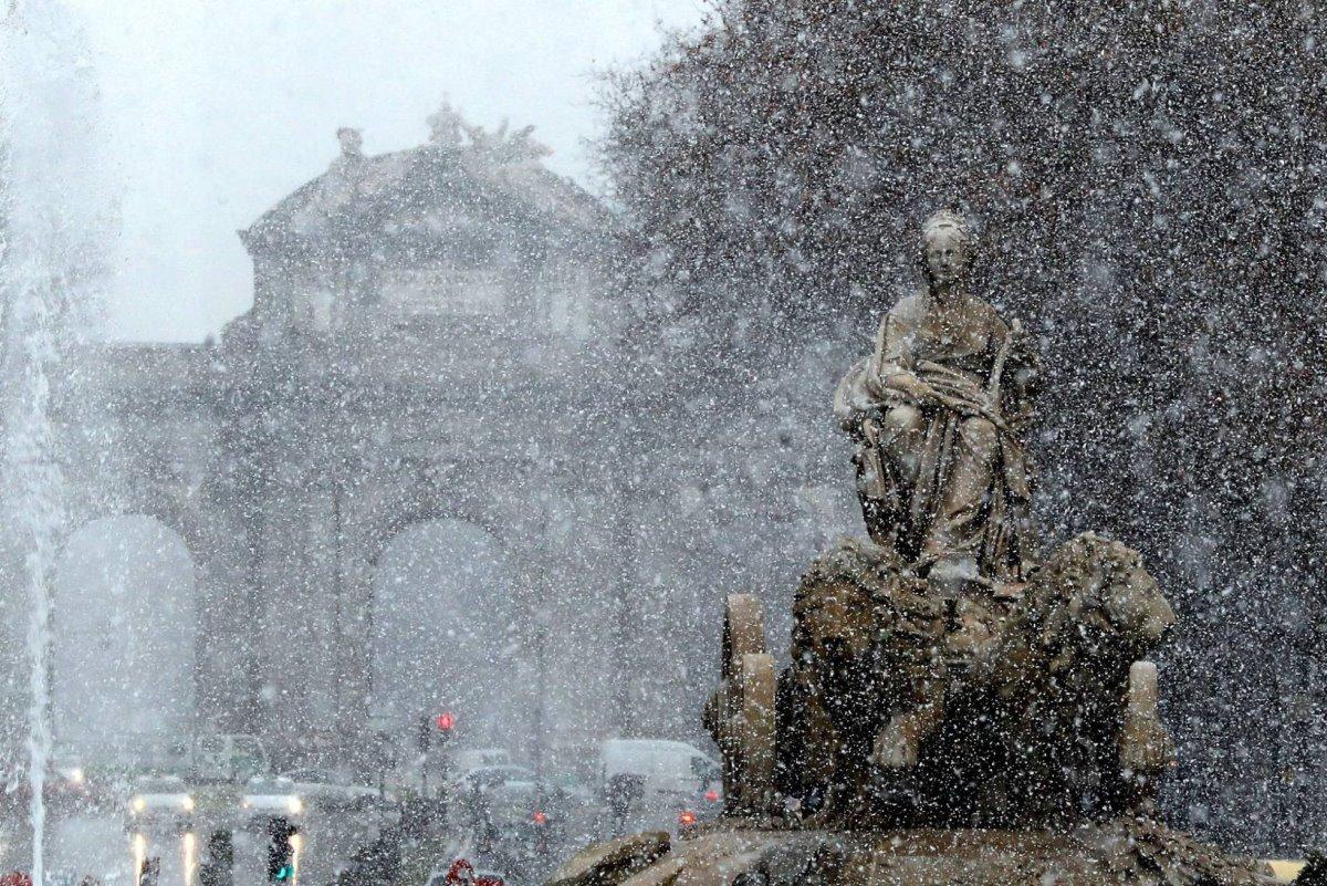 Χιονισμένη μαδρίτη ασταμάτητη χιονόπτωση