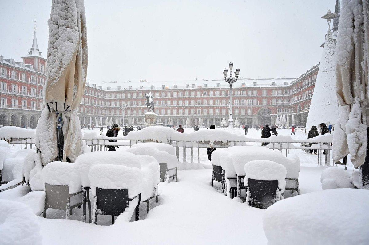 Χιονισμένη πλατεία στη Μαδρίτη