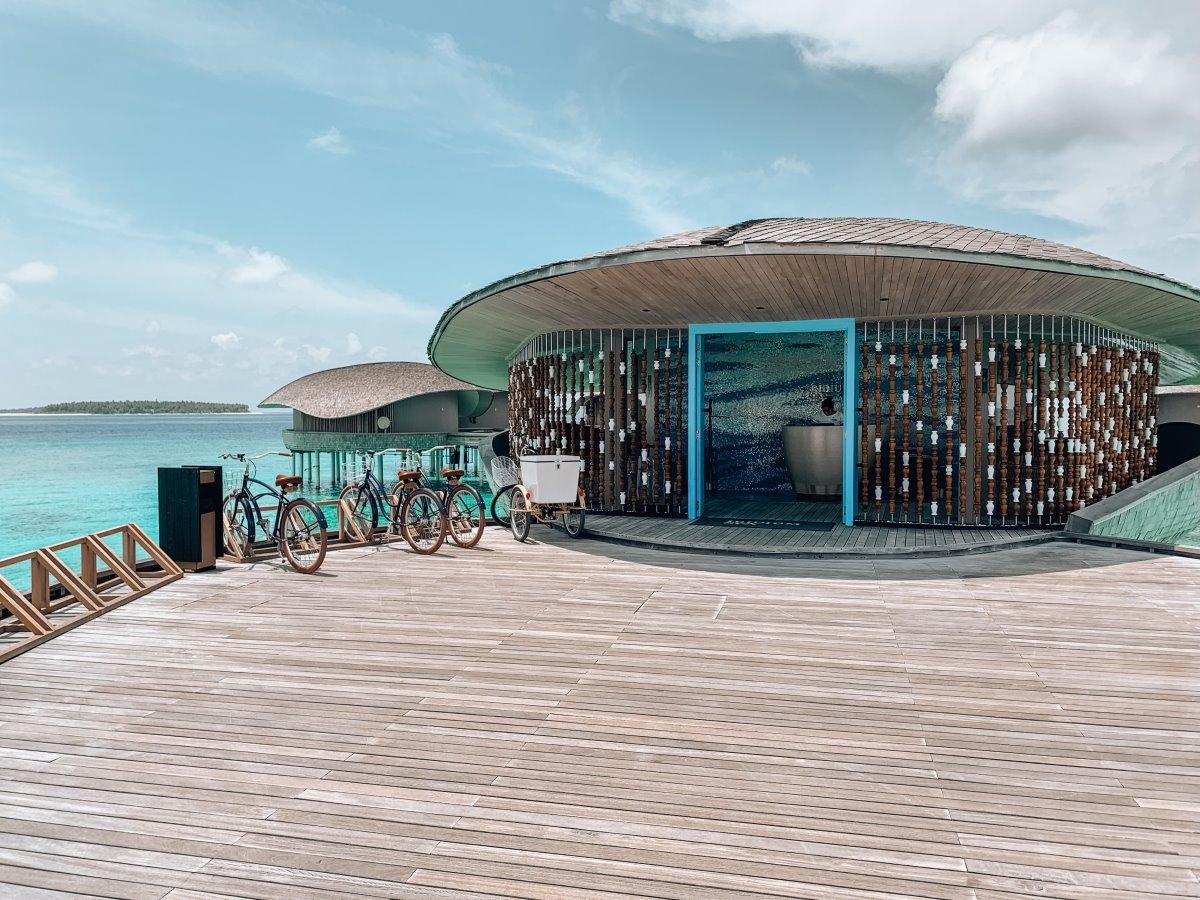 είσοδος από το καλύτερο spa στον κόσμο στις Μαλδίβες