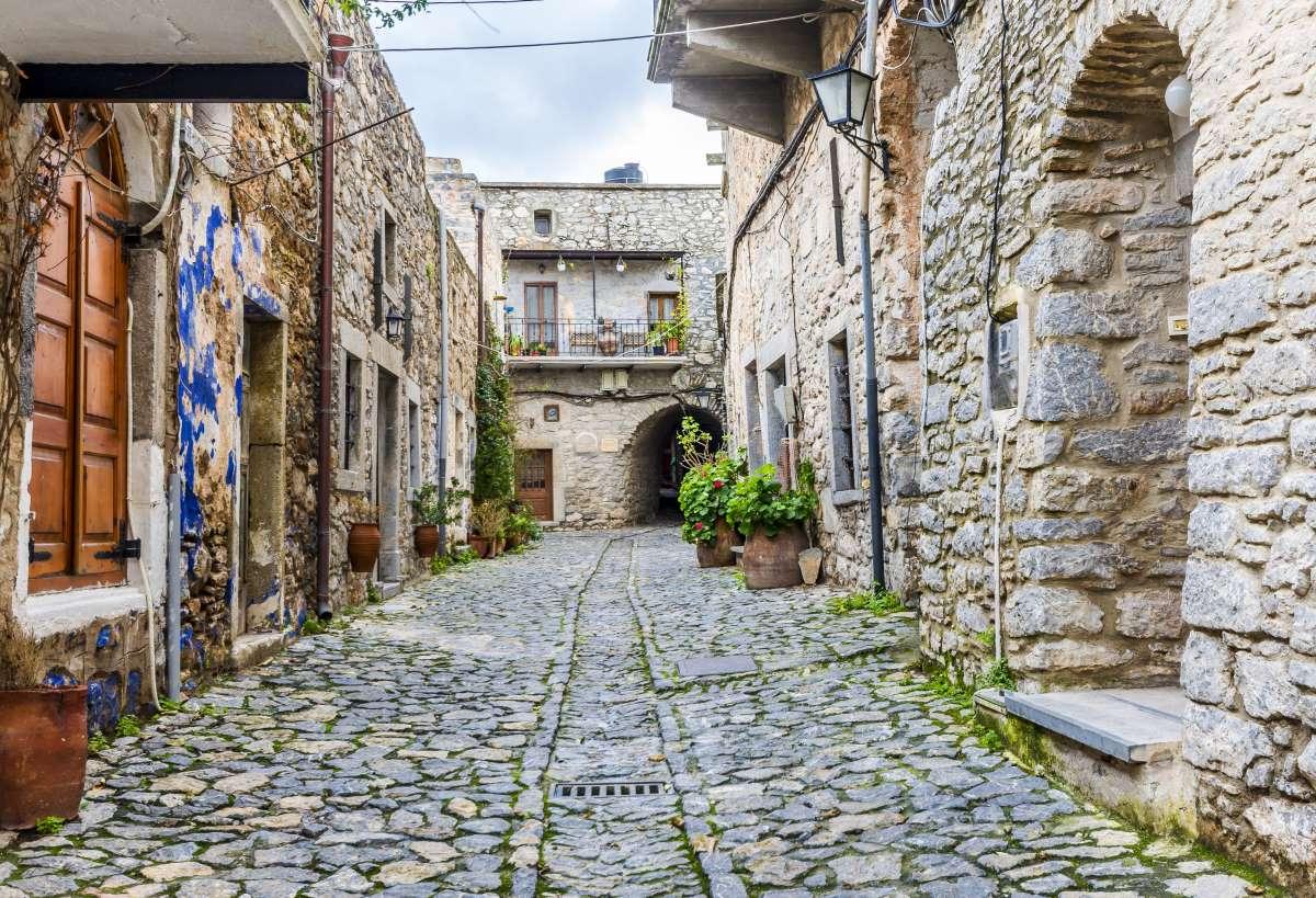 Μεστά Χίου, το χωριό που μοιάζει με λαβύρινθο, βόλτα στα σοκάκια