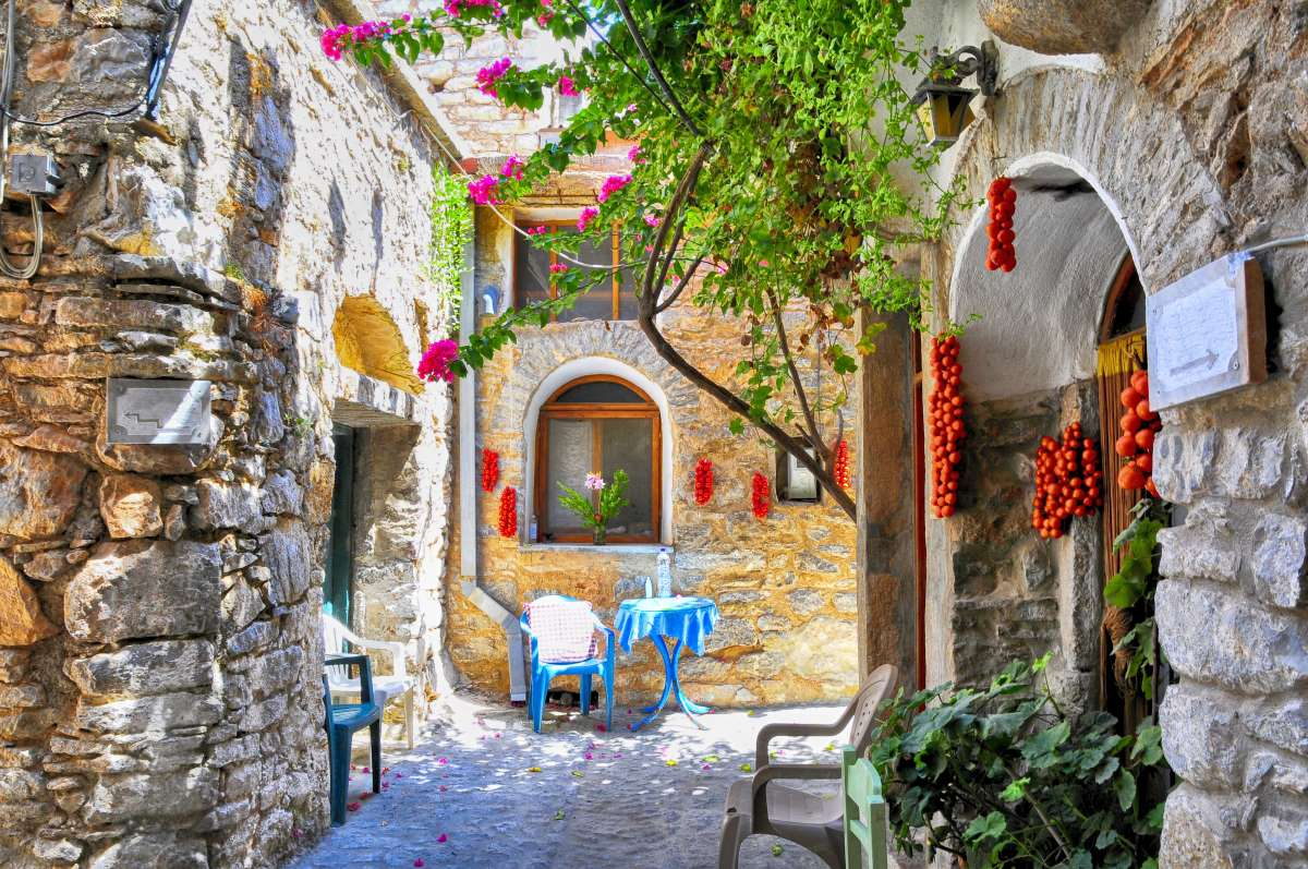 Μεστά Χίου, το χωριό που μοιάζει με λαβύρινθο, στα πέτρινα δρομάκια