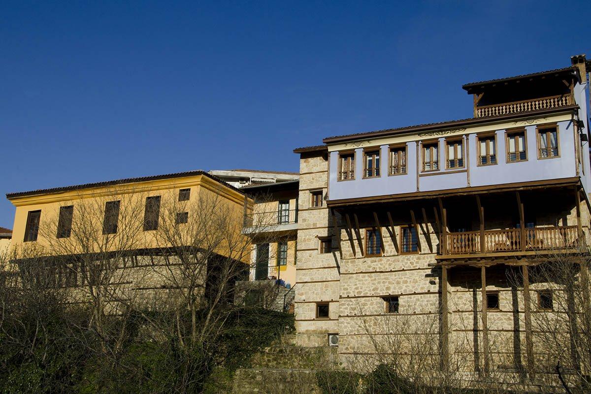 παραδοσιακά αρχοντικά στην Μπαρμπούτα Βέροιας
