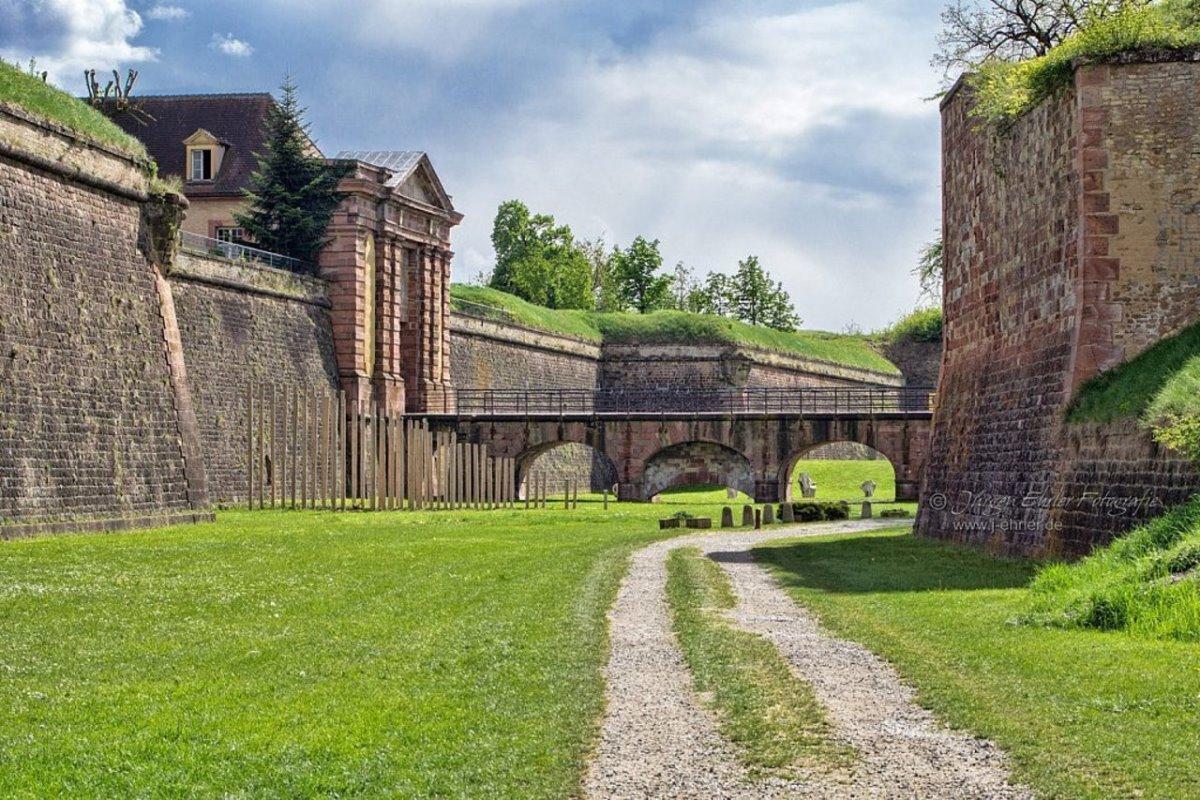 Neuf-Brisach Παλιά Πόλη με τείχη