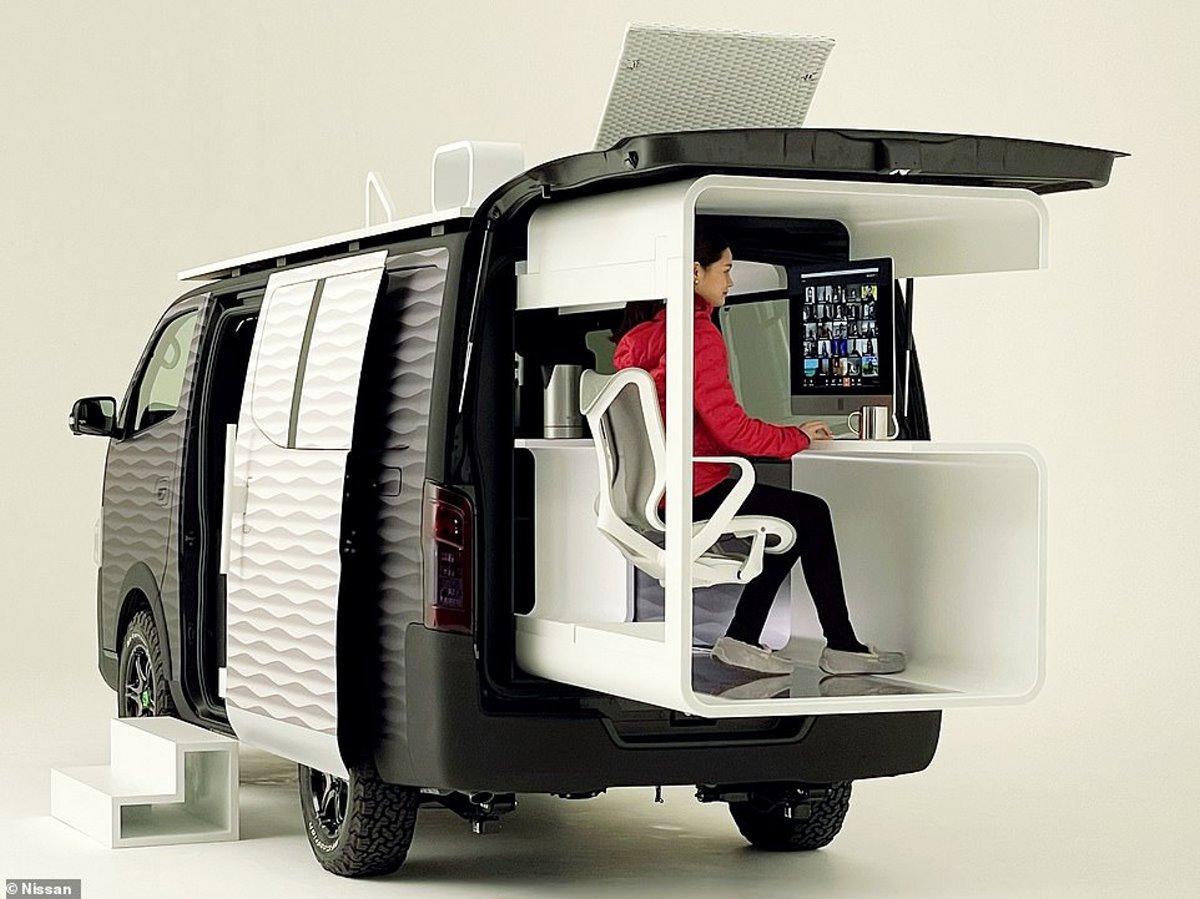Nissan γραφείο μέσα σε βανάκι για εργασία στη φύση