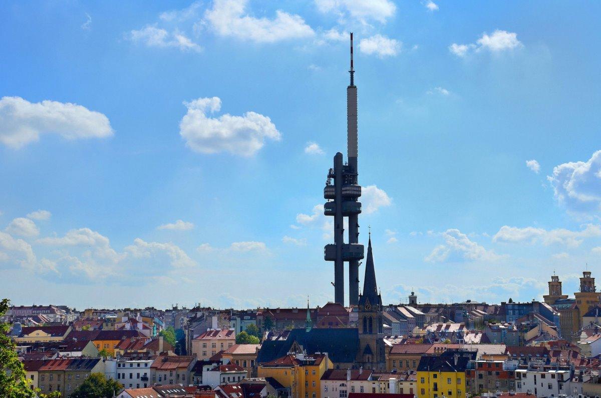 One Room Hotel Πράγα ο πύργος τηλεόρασης με θέα στην πόλη