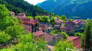 Ορεινή Ελλάδα: Τα top 6 χωριά μέσα στο πράσινο και πού να μείνετε μετά το lockdown – Ο Τάσος Δούσης προτείνει ξενοδοχεία με βαθμολογία πάνω από 9!
