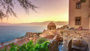 """Πελοπόννησος: Στους 50 καλύτερους προορισμούς του κόσμου για τα καλά κρυμμένα """"μυστικά"""" της – 7 εναλλακτικές στάσεις!"""