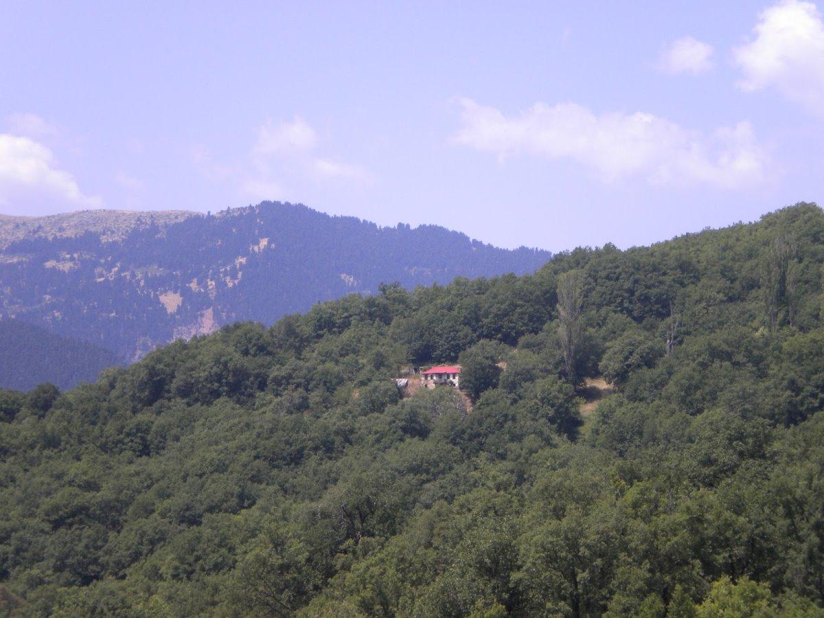 Πετράλωνα Ευρυτανίας καταπράσινο χωριό