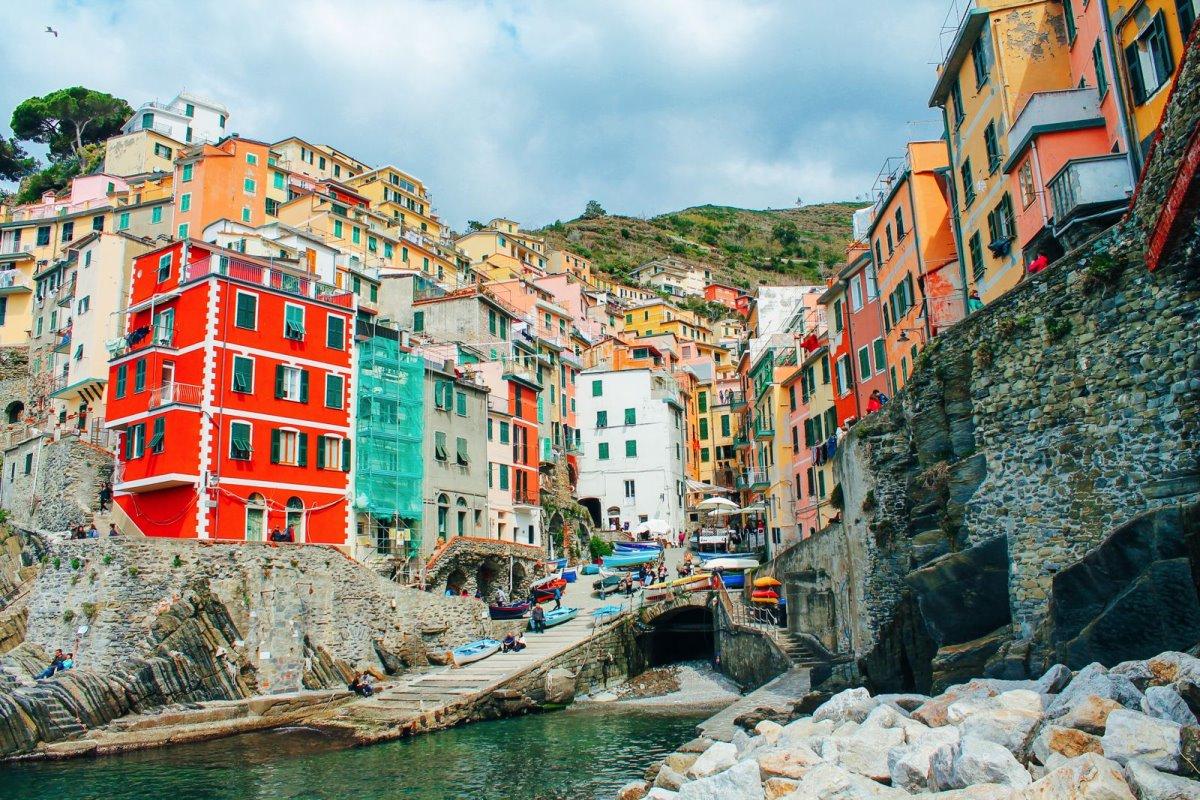 Cinque Terre πολύχρωμη πόλη