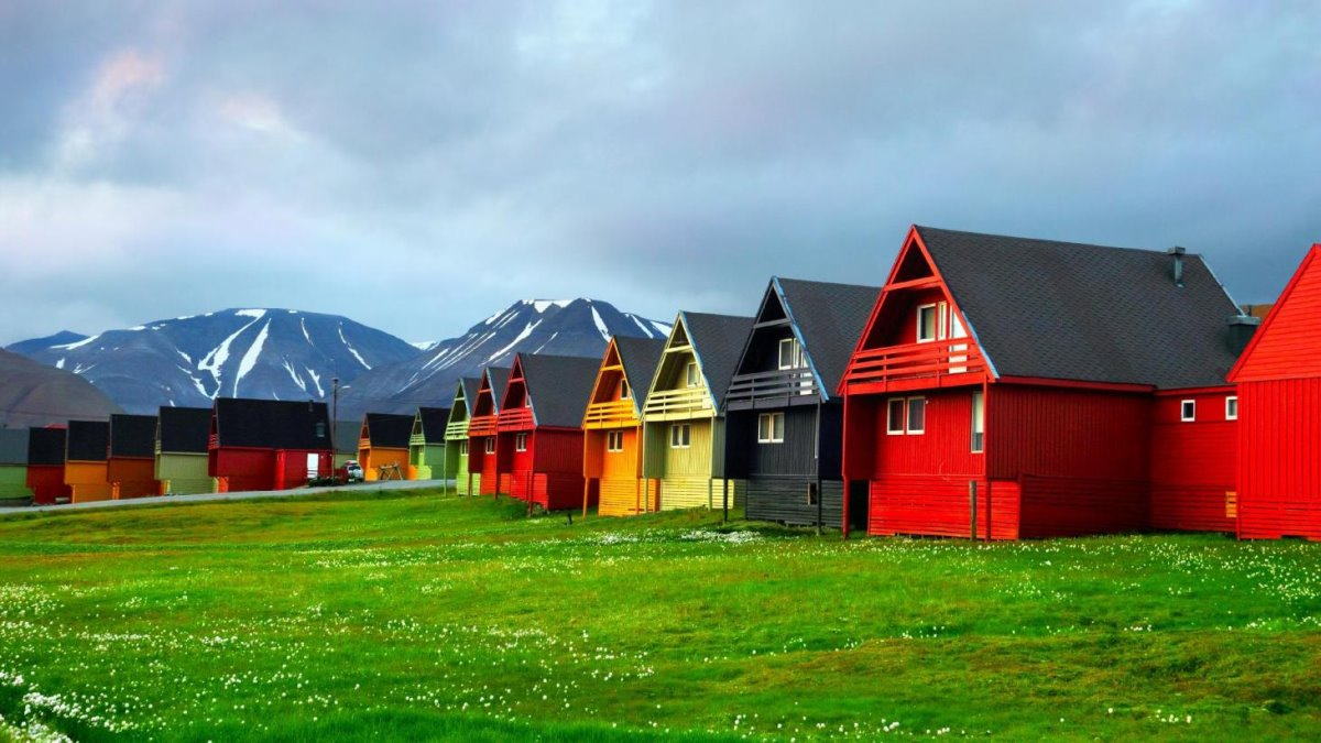 Longyearbyen πόλη πολύχρωμη