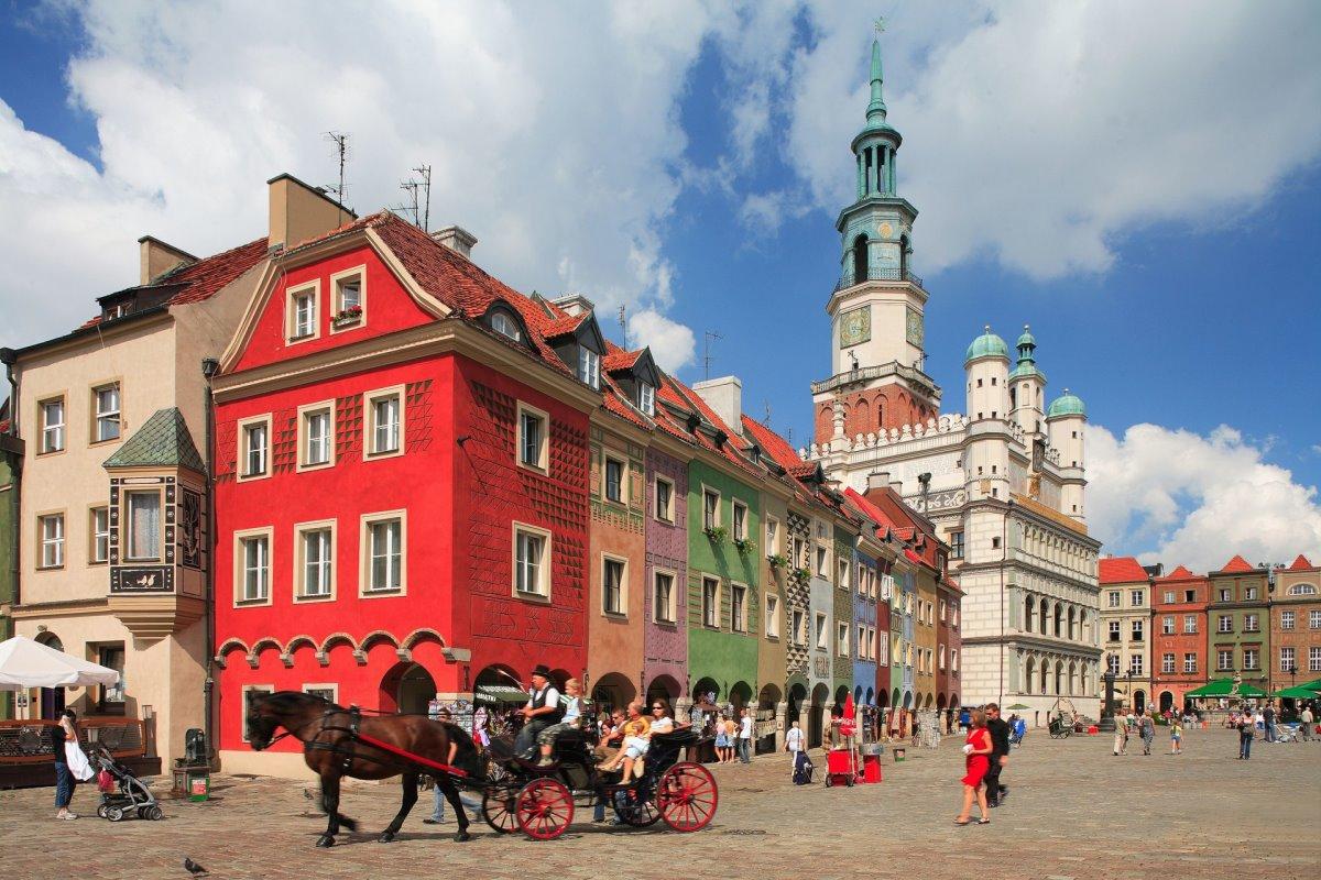poznan πολύχρωμη πόλη