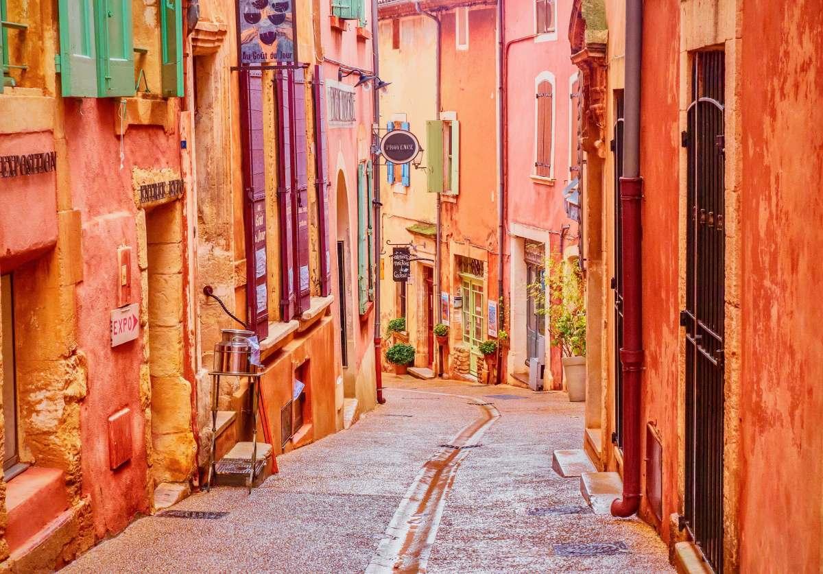Roussillon (Ρουσιγιόν), χωριό στη Γαλλία