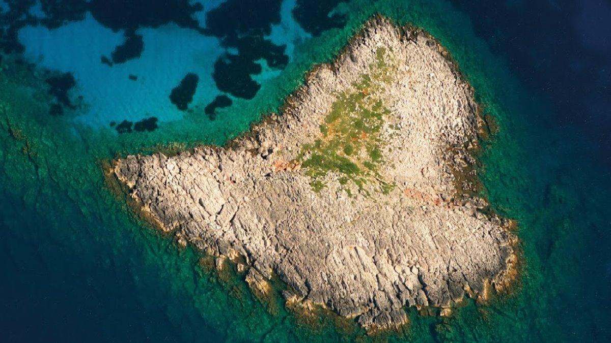 Σαπιέντζα νησί Μεσσηνίας σε σχήμα καρδιάς