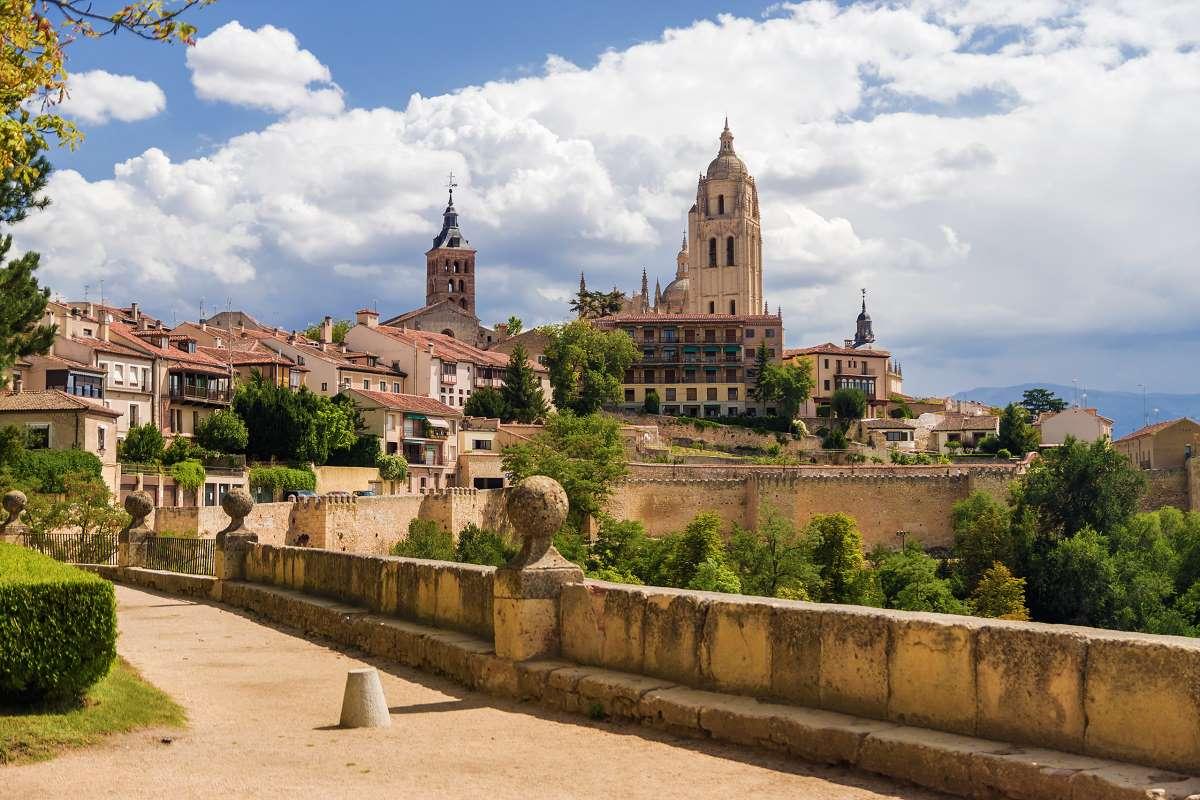 Η μεσαιωνική ατμόσφαιρα της Παλιάς Πόλης είναι ξεκάθαρη σε κάθε της σημείο, Σεγκόβια Ισπανία