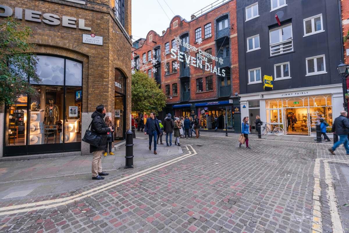 Seven Dials, δρόμος στο  St.Giles κοντά στο Covent Garden, Λονδίνο