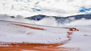 Χιόνισε στην έρημο Σαχάρα, στους -3 βαθμούς η θερμοκρασία στη Σαουδική Αραβία – Ασυνήθιστο θέαμα & μοναδικές εικόνες!