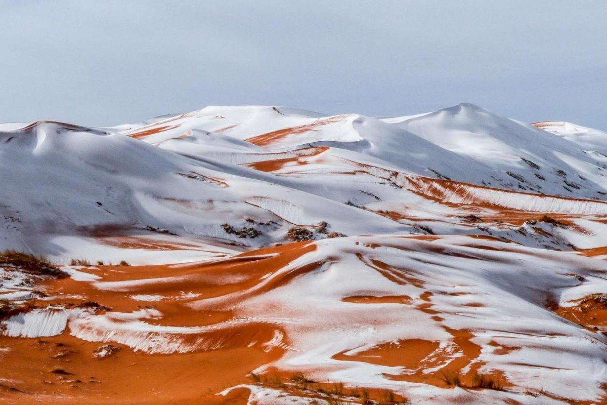 χιόνια Σαχάρα στην έρημο