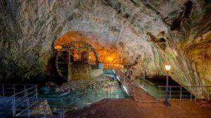 Το μεγαλύτερο ποτάμιο σπήλαιο του κόσμου βρίσκεται στην Ελλάδα – Θαυμάστε το μεγαλείο της εκπληκτικής φύσης! (βίντεο)