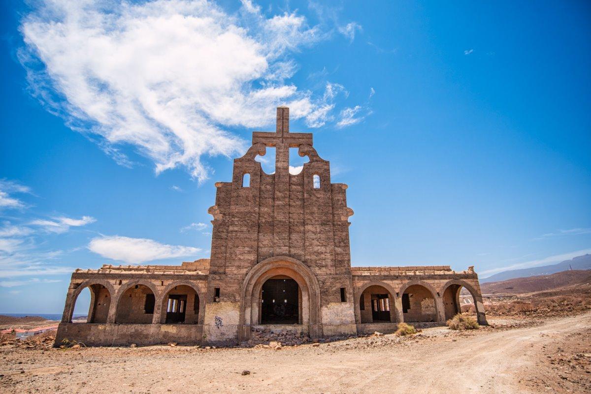 Sanatorio de Abona Τενερίφη εκκλησία σε έρημη πόλη
