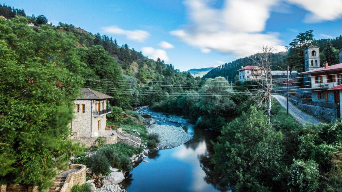 Βοβούσα Ζαγόρι σπίτι στο ποτάμι