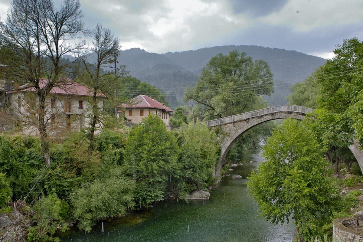 Βοβούσα Ζαγόρι ποτάμι και γεφύρι